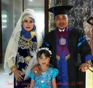 kayamuddin bersama istri dan anaknya